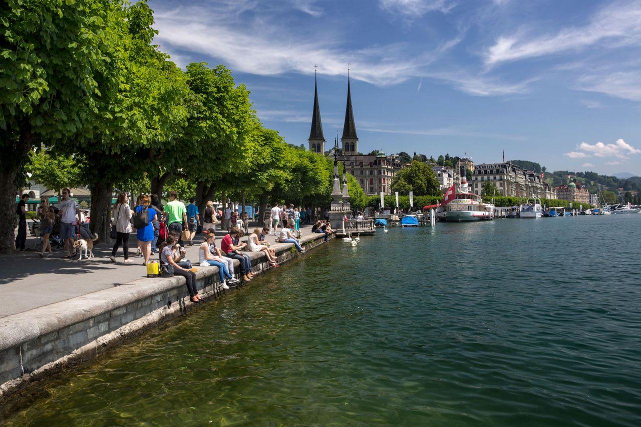 Promenade au bord du lac à Lucerne