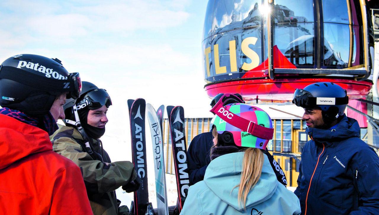 Fabian Boesch, der Freestyle-Star aus Engelberg am Skifahren mit Freunden