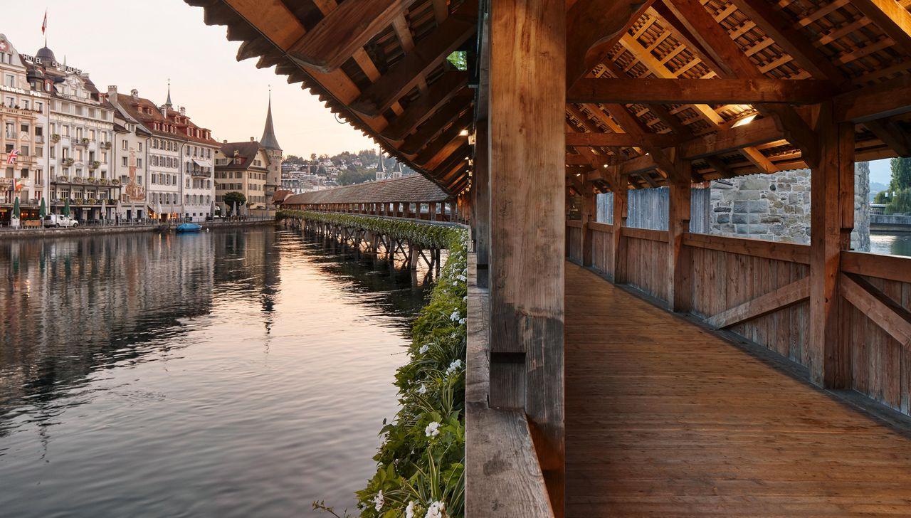 المعالم السياحية في لوزيرن سويسرا جسر Spreuer