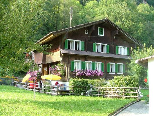 house besides the lake of Lungern