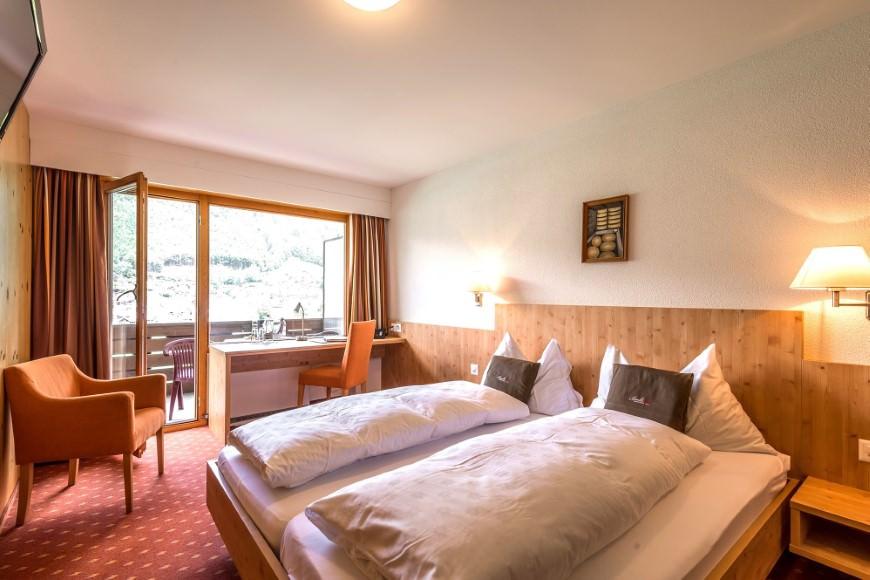 Dreibettzimmer/Zustellbett Du/WC (Balkon), HP, Hotel Bänklialp