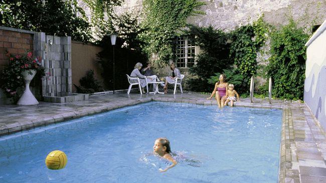 BASLERTOR Summer Pool Hotel