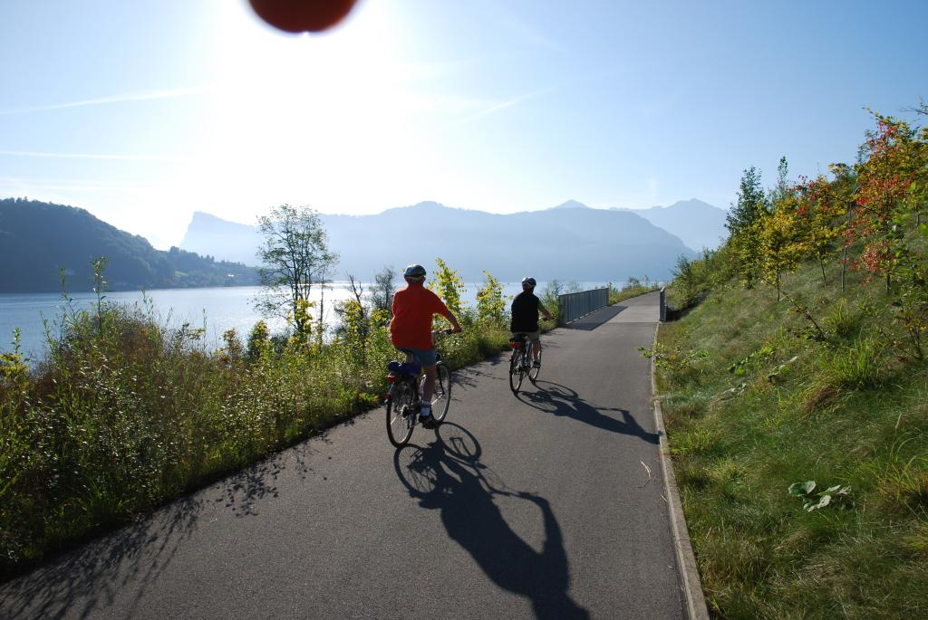 Luzern-Nidwalden: Veloweg am See