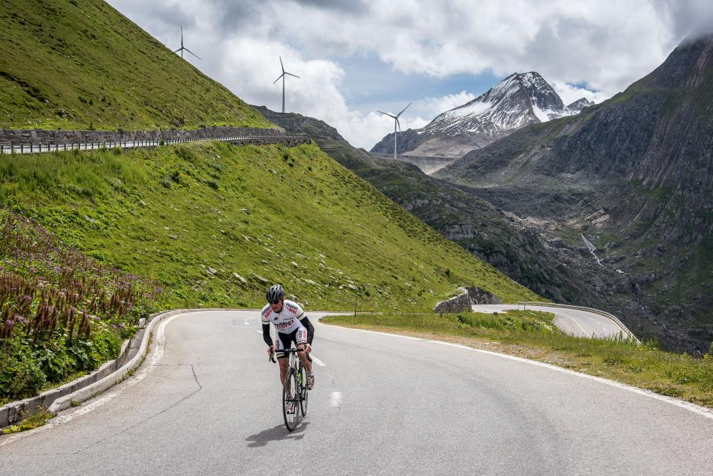 Three passes, three cantons and 3100 metres of elevation gain