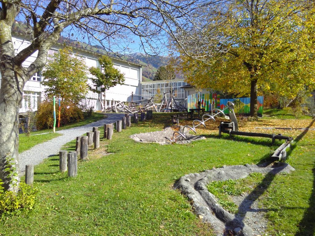 Spielplatz Bürglen Schulhaus Spielmatt