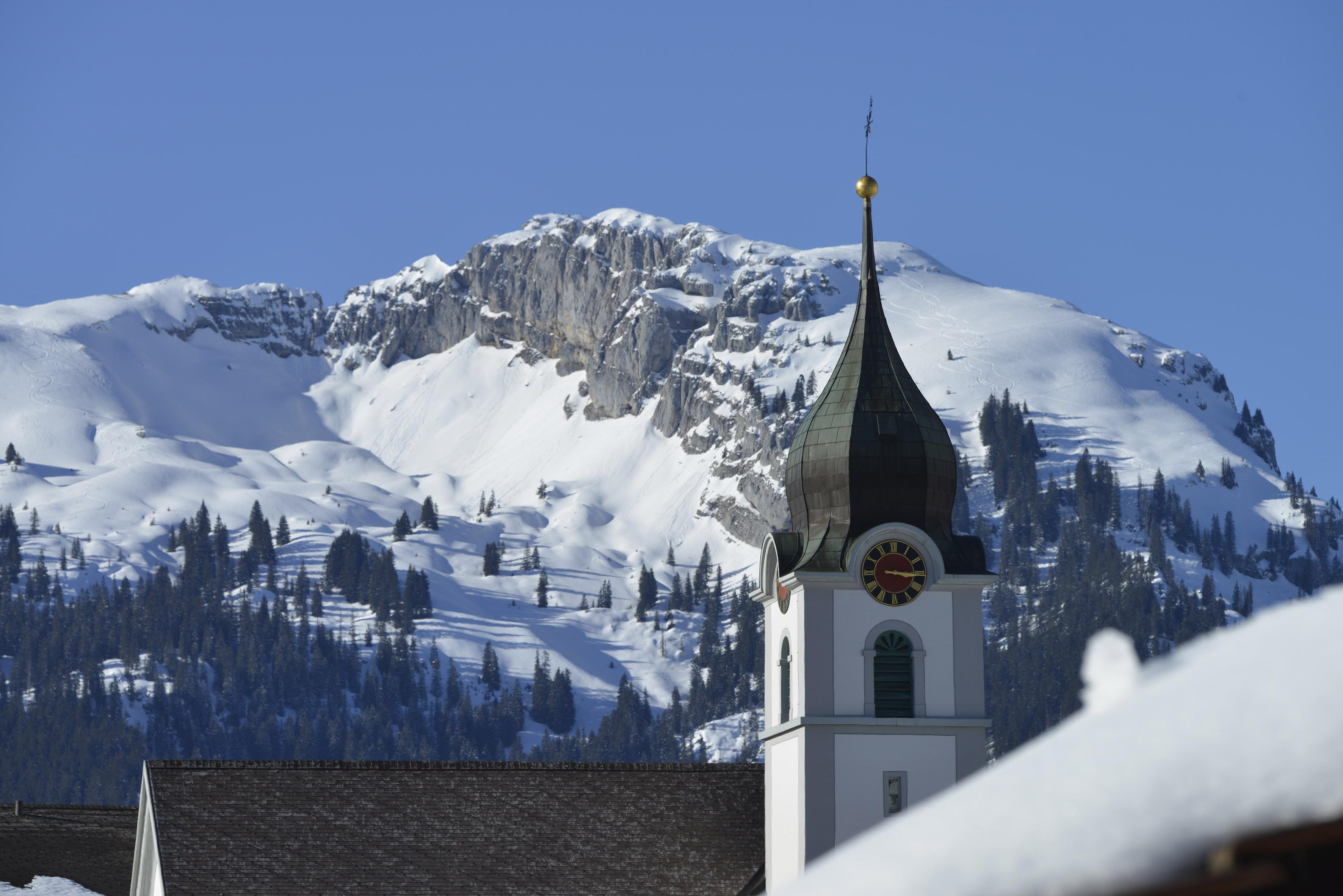 Winterwanderung zur Talstation Luftseilbahn Brienzer Rothorn